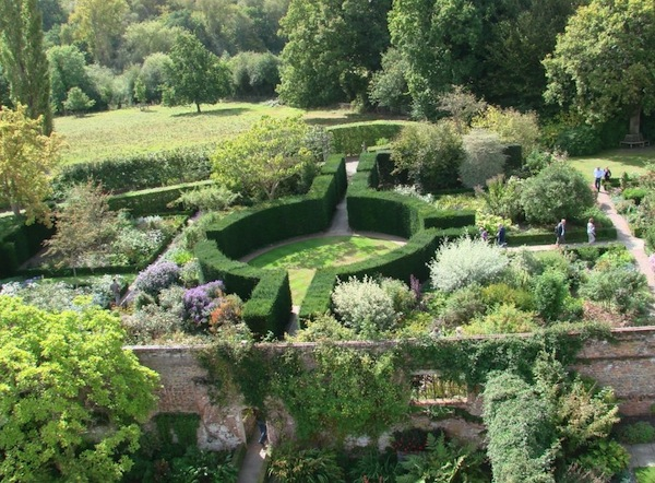 sissinghurst_hedges
