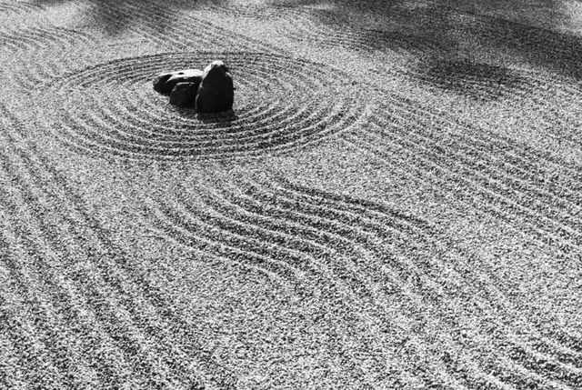 Considered By Many As The Epitome Of Minimalist Design, Japanese Zen Gardens  Were First Created In Medieval Japan To Help Zen Buddhists Invoke Deep ...