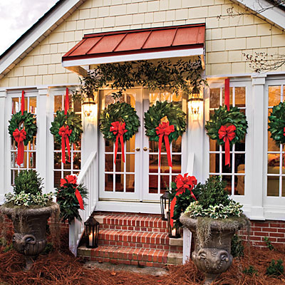 magnolia-wreaths-windows-l